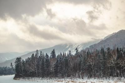 замерзшая горна река