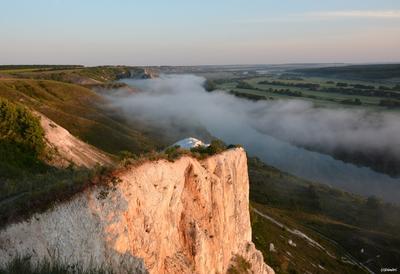 Меловая скала в Сторожевом Сторожевое Дон Скала Утес Туман