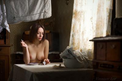 *** девушка ню грудь обнажённая окно винтаж красивая голая