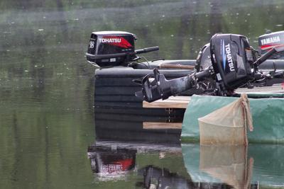 все отдыхают и техника тоже мотор вода