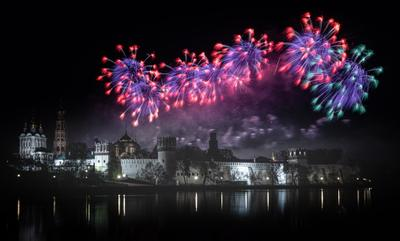Салют в честь Дня Победы в Москве, 9 мая 2021 салют победа день победы москва новодевичий монастырь