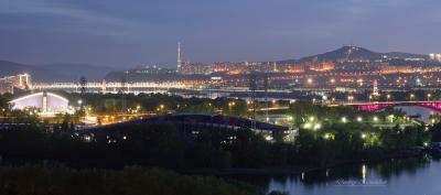 Парадный остров отдыха город Красноярск мост Сибирь вечер огни прогулка река остров праздник стадион