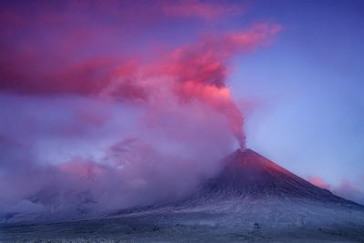 Розовый пепел Камчатка вулкан извержение природа путешествие фототур пейзаж пепел рассвет
