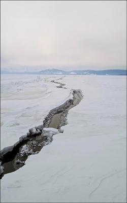 Неожиданное препятствие Байкал землетрясение трещина лёд