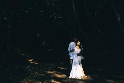 В шелковых рукавицах свадебное платье ведущие организаторы свадеб свадебный букет видеограф