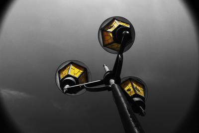 Желтый фонарь фонарь желтый акцент чб