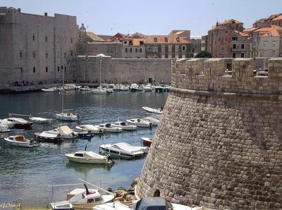 ***Крепостные стены Дубровника Croatia Хорватия Дубровник стена башня пристань суда