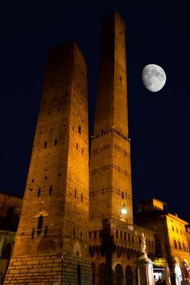 Азинелли и Гаризенда италия болонья луна