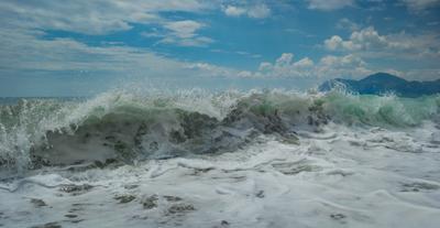 На море шторм не утихает Крым волна 2013г