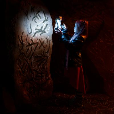 Надписи в тёмной пещере. свет темнота Череповец