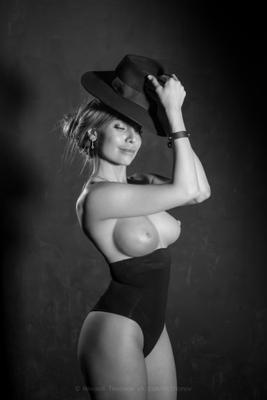 Портрет девушки со шляпой beautiful vintage portrait brest sensual sexy sexywooman girl photographer prophotograph photosession glam artnude модель портрет