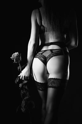 Девушка с розой Красивая девушка роза белье красивая фигура попа гламур