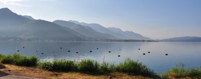 Утро устричной фермы в Черногории. Утро море