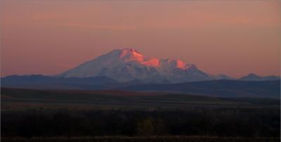 Эльбрус на закате Эльбрус Карачаево-Чкеркесия