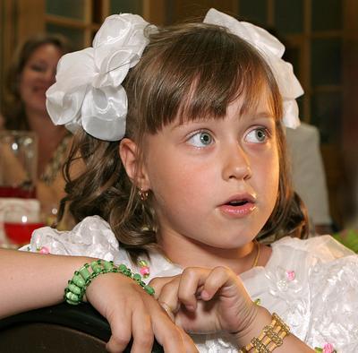Девочка, которая впервые попала на свадьбу... свадьба, девочка, взгляд