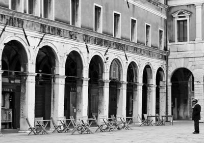 Не сезон Венеция гондольер