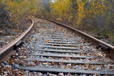 Долгая дорога домой 3 осень железная дорога желтые листья рельсы