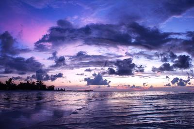 Фиолетовый закат. Мальдивские острова.