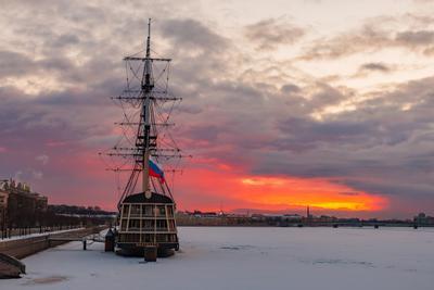 Смотри, как светлеет небо! Санкт-Петербург лёд река утро восход парусник Нева небо