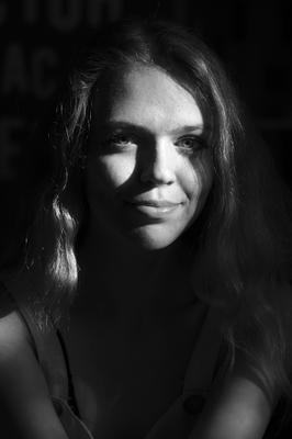 28.06.21. Портрет ( В кафе ).2. девушка юность фотография чёрно белая портрет