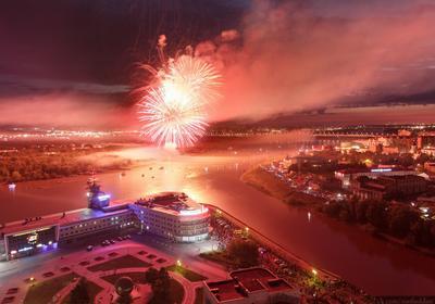 День Города в Омске Омск город архитектура провинция река Россия отражение регион фейерверк салют праздник красный