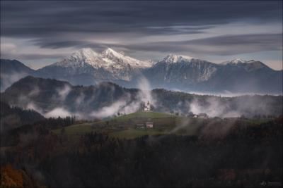 Страна туманов .. Словения Slovenia церковь Святого Томаша Sveti Tomaž Church of St Thomas above Praprotno