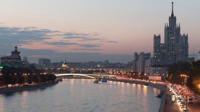 Высотка Москва река высотка вечер огни закат набережная мост