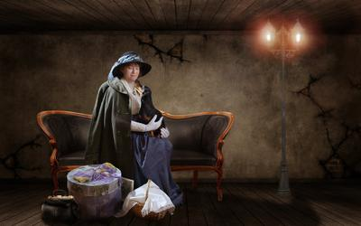 Дама сдавала в багаж... TATJANA STASSEVITS,женский портрет,такса,диван,фонарь