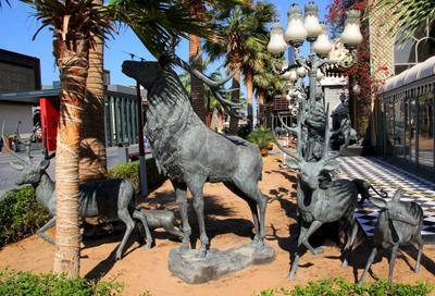 Семья Скульптурная композиция семья олений в Дубаи ОАЭ