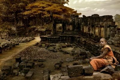 Philosophy of past камбоджия ангкор монах
