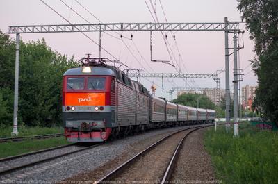 """""""Рыбинск"""" электровоз ЧС7 пассажирский поезд"""