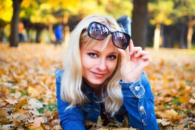 Осенняя пора портрет красивая девушка осень листья