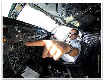 Очень. Строгий.  Инструктор. фишай пеленг Boeing 737 кабина капитан
