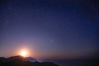 так восходит луна крым ночное небо луна восход луны