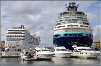 Гавань Ставангера -2 Норвегия Гавань Ставангер корабли набережная люди катера лайнеры