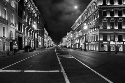 Город тихо спит... Питер Невский проспект