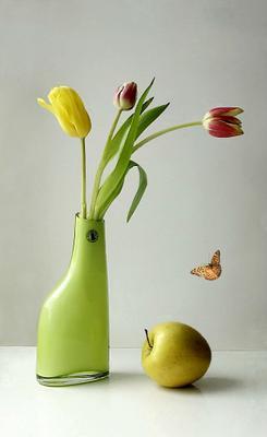 Натюрморт с тюльпанами и яблоком ваза яблоко тюльпаны бабочка