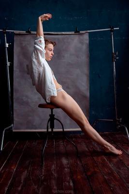 этюд на холсте девушка портрет ухов фотограф