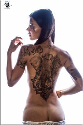 *** tatto nude model studio