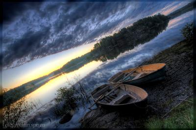 Вечерняя стоянка лодки ладога шхеры острова вода небо облака вечер
