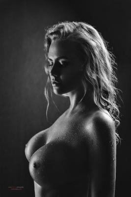 По ню портрет девушка большая грудь