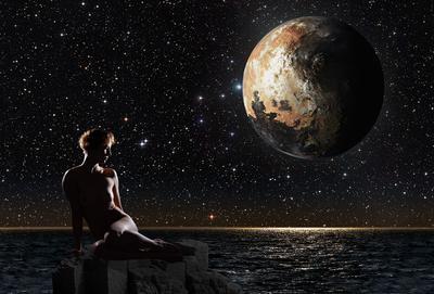 Плутон над Тихим океаном Девушка Ню Плутон море звезды скала