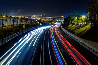 Движение города - в динамике света город вечер темно выдержка длинная свет треки трафик дорога ночной пейзаж