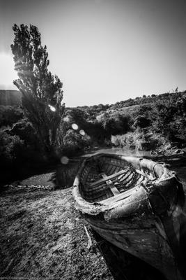 Бортовая качка лодка солнце в кадре чб крым лиска