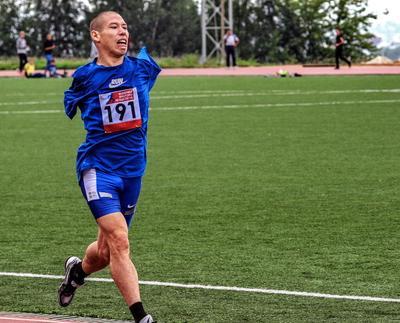Человек с особенностями особенный человек забег инвалид красавец легкая атлетика соревнования