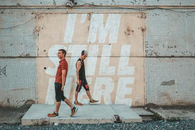 I'm still here walk фотопрогулка надписи на стене подтекст посыл