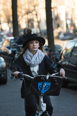 Портрет велосипедистки