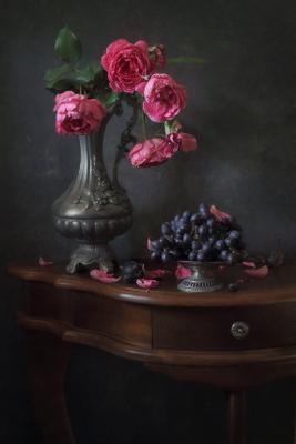 С веткой плетистой  розы