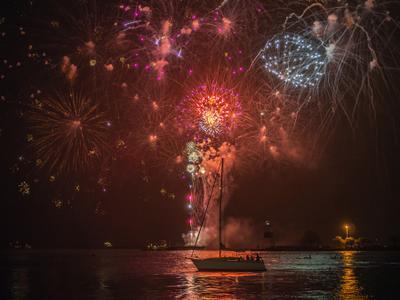 Фейерверк над озером озеро мичиган фейерверк lake мichigan fireworks Chicago