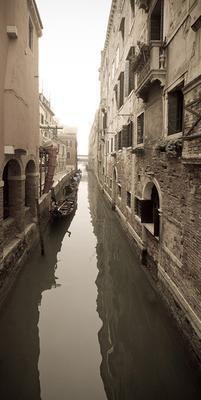 Вот такой я увидел Венецию. Городская улочка_1.
